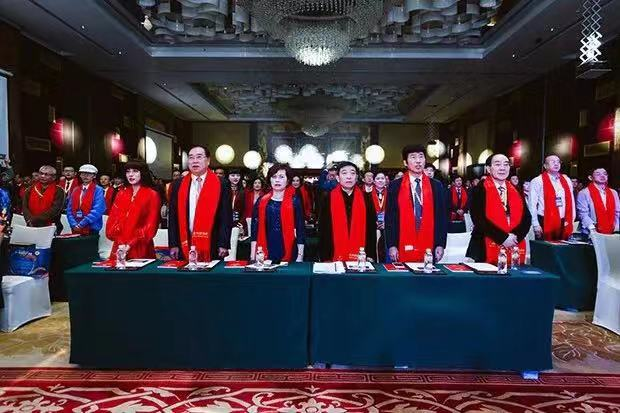 全球僑領聯合總會理事長蔡藝華女士(左三)